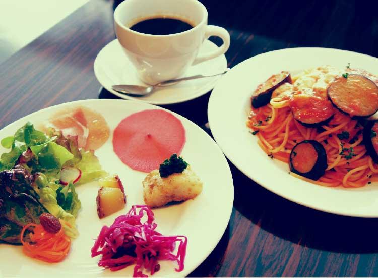 オールドニューカフェのナスとモッツァレラのトマトソースパスタ