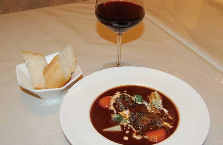 おばんざいのあるワイン居酒屋杏の牛ホホ肉の赤ワイン煮