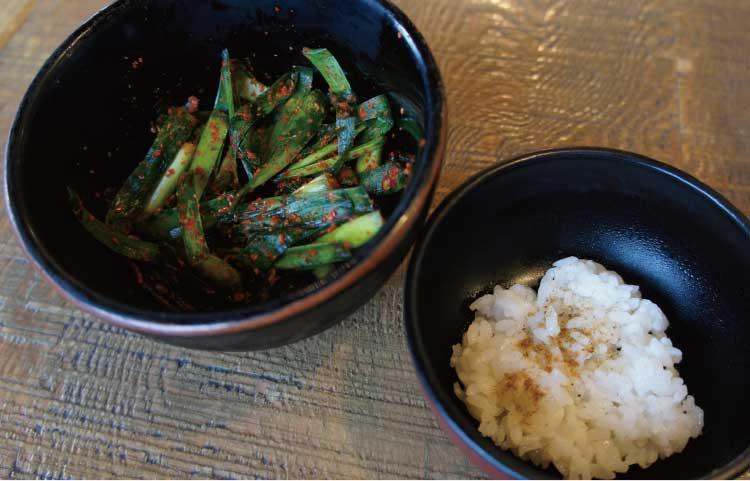 中華そば櫓屋のミニ飯と辛いニラ