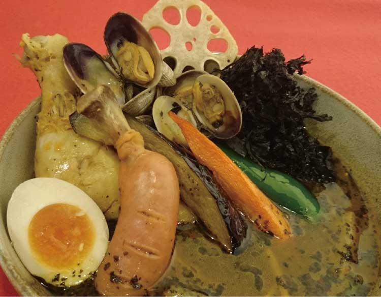 スープカリー喰堂吉田商店のアサリと骨付きフランクソーセージのスープカレー
