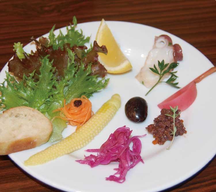オールドニューカフェのサラダプレート
