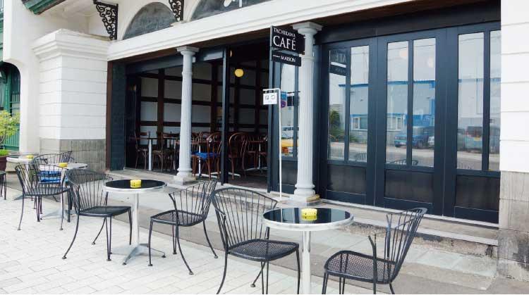 タチカワカフェ・レストランメゾンのテラス席と外観