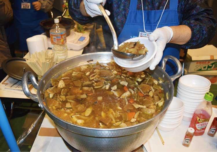 冬江差・美味百彩・なべまつりで振る舞われる鍋