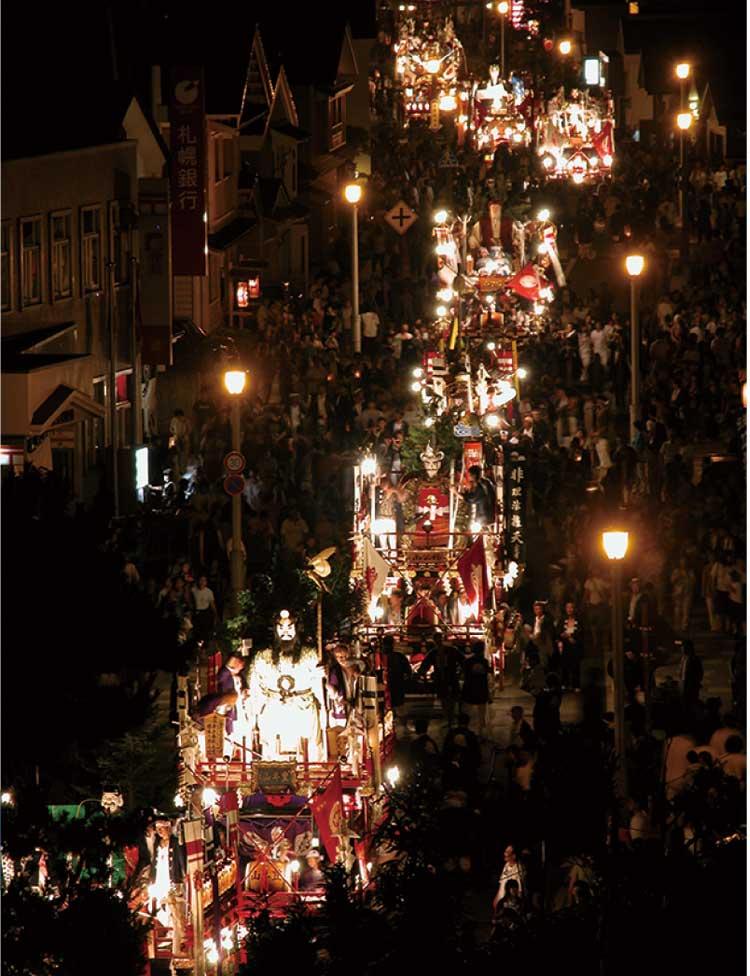 江差・姥神大神宮渡御祭の夜の山車