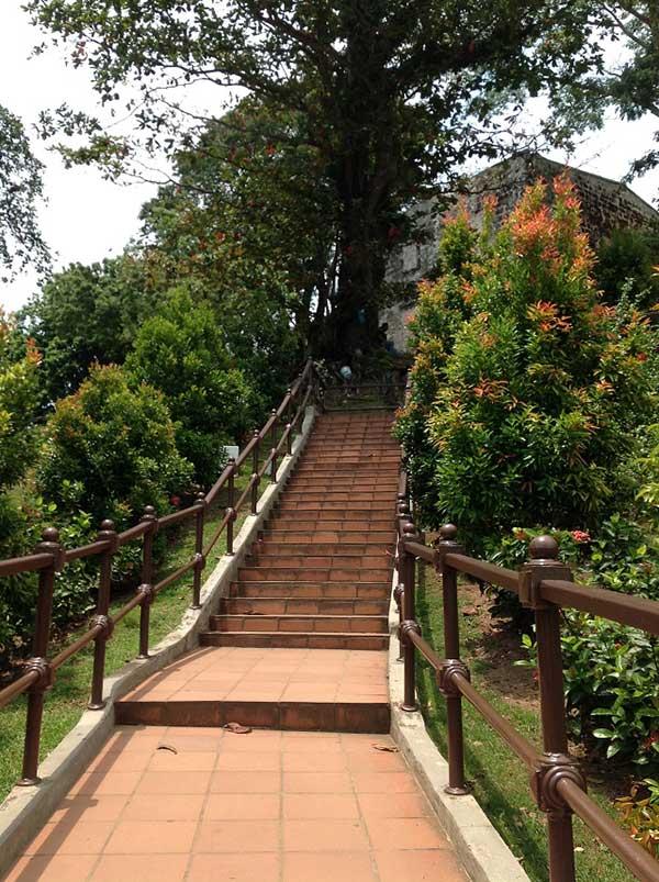 セントポール教会への階段
