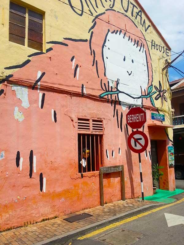 ジョンカーストリートにある鮮やかな絵が描かれた建物