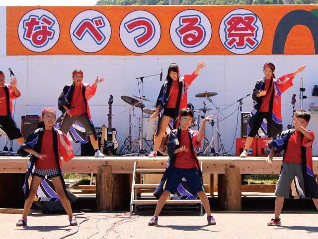 なべつる祭で行われる盆踊り